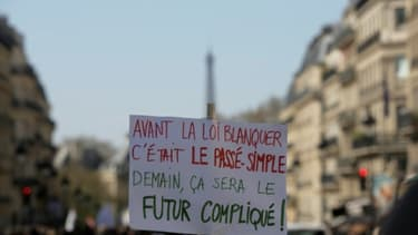 """Des enseignants manifestent contre la loi du ministre de l'Education nationale Jean-Michel Blanquer """"pour une école de la confiance"""", le 30 mars 2019 à Paris"""
