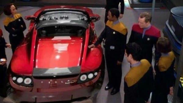 Le Roadster intercepté par les personnages de la série Star Trek, ou un des nombreux détournements que l'on peut trouver sur le net.