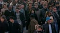Les Français privilégient une baisse du train de vie des élus et une réduction du nombre de fonctionnaires afin de redresser les comptes publics, selon un sondage Opinionway pour Tilder et LCI publié jeudi. /Photo d'archives/Reuters/Charles Platiau