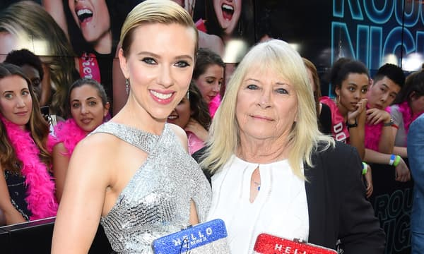 Scarlett Johansson et son sosie de 72 ans -