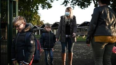 Arrivées d'élèves à l'école élémentaire de Labouheyre, dans les Landes le 4 octobre 2021 où le port du masque pour les enfants n'est plus obligatoire (Photo d'illustration)