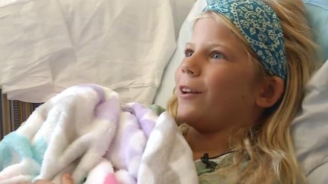 Kaley, 10 ans, a replongé pour sauver son amie malgré sa morsure par un requin.