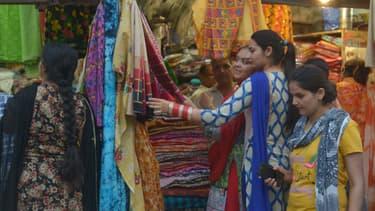 Des femmes sur un marché de la ville d'Amritsar, en mai 2017. (photo d'illustration)