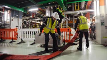 Des employés d'EDF, dans une centrale nucléaire.