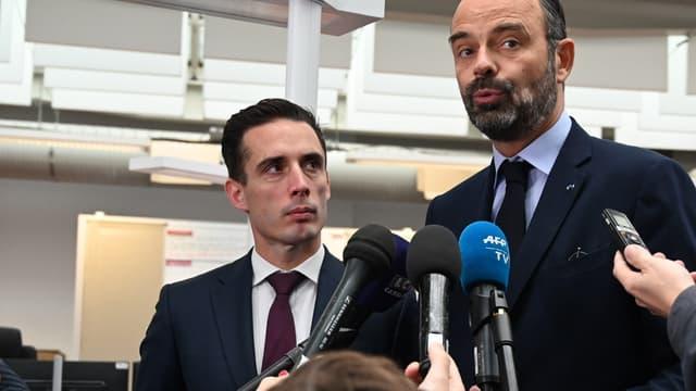 Le secrétaire d'État aux Transports, Jean-Baptiste Djebbari (gauche) et le Premier ministre Édouard Philippe, le 19 octobre 2019