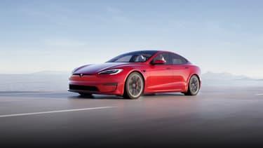 A l'extérieur, la Tesla Model S évolue peu dans son design.