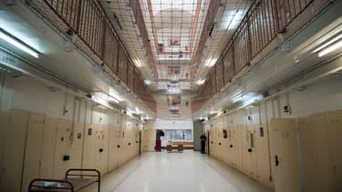 La direction du centre pénitentiaire de Fresnes a décidé de regrouper 12 détenus considérés comme islamistes radicaux.