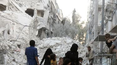 Des habitations bombardées le 23 septembre 2016 à Alep, en Syrie