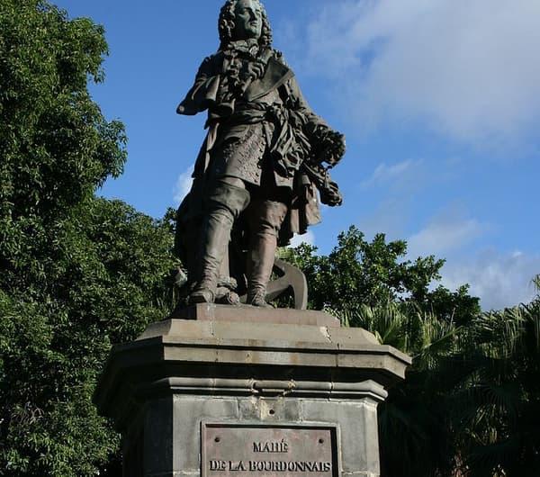 Statue de François Mahé de La Bourdonnais à La Réunion