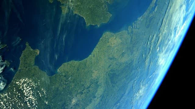 Une photo du Pas-de-Calais depuis la Station spatiale internationale, publiée par Thomas Pesquet sur son compte Twitter le 23 juin 2021.