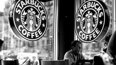 Starbucks renonce a faire payer des droits pour l'utilisation de la marque et des process à ses antennes britanniques en 2013 et 2014