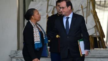 Christiane Taubira (g), alors garde des Sceaux, et le président français François Hollande à l'Elysee à Paris, le 21 octobre 2015