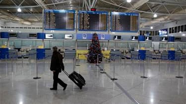 Dans l'enceinte de l'aéroport d'Athènes, mercredi jour de grève. Les transports publics, aériens et maritimes sont paralysés mercredi matin en Grèce à l'occasion d'une nouvelle journée d'action contre la politique d'austérité. /Photo prise le 15 décembre