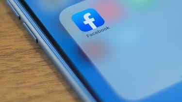 Facebook se démène contre les faux comptes.