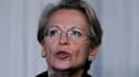 Michèle Alliot-Marie admet avoir passé le dernier réveillon de Noël en Tunisie mais elle assure qu'elle a payé son séjour et qu'elle n'a eu aucun contact avec Zine ben Ali. /Photo prise le 22 janvier 2011/ REUTERS/Ali Jarekji