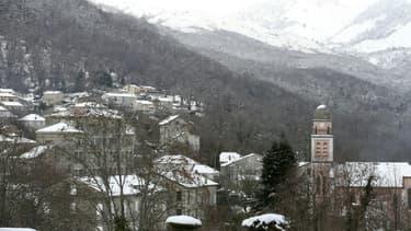 Vue du village enneigé de Bastelicaccia, en Corse-du-Sud, le 6 janvier 2021