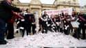 Les élus de Seine-Saint-Denis ont déversé de faux billets devant l'Assemblée nationale