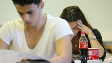 Les lycéens planchent lors d'un examen