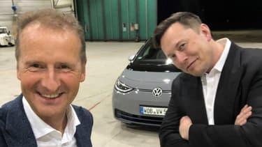 Herbert Diess, président du directoire de Volkswagen AG, et Elon Musk en septembre en Allemagne. Elon Musk avait essayé l'ID.3.