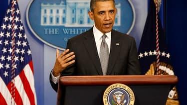 """Barack Obama a qualifié mardi la double explosion survenue la veille lors du marathon de Boston d'""""acte de terrorisme"""", ce qu'il n'avait pas fait lors de sa première intervention publique sur le sujet lundi. /Photo prise le 16 avril 2013/REUTERS/Kevin Lam"""