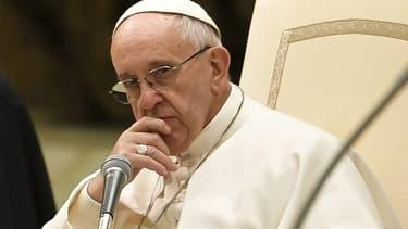 Le pape François a reconnu mardi que des prêtres et des évêques avaient agressé sexuellement des soeurs.