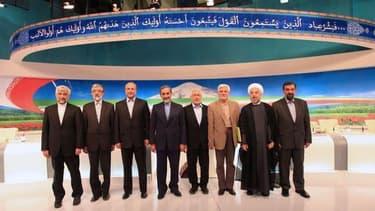 Les huit candidats à l'élection présidentielle iranienne posant à l'issue d'un débat télévisé, le 31 mai 2013.