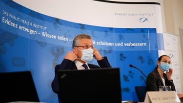 """Le directeur de l'Institut Robert Koch, Lothar Wieler, a salué les """"premiers signes"""" d'amélioration sur le front de la pandémie en Allemagne, lors d'une conférence de presse le jeudi 12 novembre 2020."""