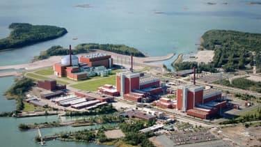L'île d'Olkiluoto avec les deux réacteurs nucléaires en service et le projet de réacteur EPR