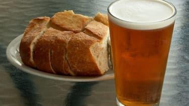 Il faut huit kilos de pain pour produire 100 litres de bière. (Image d'illustration)