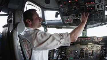 Le pilote d'un Boeing B737-300 QC de la compagnie Europe Airpost, à l'aéroport de Roissy, le 21 mars 2007.