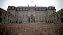 A l'occasion des traditionnels poissons d'avril, le site français de Yahoo annonce que la présidence de la République quittera l'Elysée en 2014 pour s'installer à Noisy-le-Grand, en Seine-Saint-Denis, et que l'ambassade du Qatar serait l'un des locataires