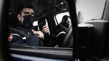 Des gendarmes dans leur véhicule à Carbon-Blanc, près de Bordeaux, le 2 mars 2021