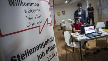 Un centre de recrutement à l'intention des migrants et réfugiés dans l'ancien aéroport Tempelhof à Berlin.