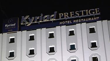 La façade de l'hôtel Kyriad Prestige au Blanc-Mesnil, en Seine-Saint-Denis, mercredi soir.