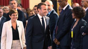 """Rappelant que la France est """"l'une des puissances qui a le plus d'îles"""", Emmanuel Macron a annoncé un """"sommet des îles du monde"""" en 2020 en France, mais """"pas forcément"""" dans l'hexagone"""