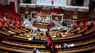 Des députés à l'Assemblée nationale, à Paris le 8 mai 2020
