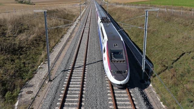 Un train de secours est arrivé sur place pour pousser le TGV jusqu'à Angers.