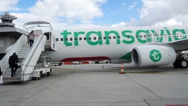 Les pilotes du syndicat SNPL ont approuvé les projets d'accords Transavia et moyen-courrier par 78,08% de votes positifs, avec un taux de participation de 82,67%, a précisé le syndicat.