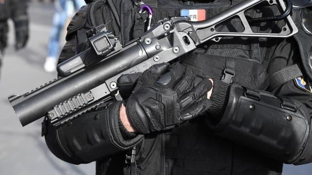 Image d'illustration - Policier portant un LBD 40 le 2 mars 2019 à Bordeaux.