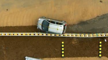 De la citadine au poids-lourd, cette glissière de sécurité conçue par une entreprise coréenne redirige les véhicules sur la route.