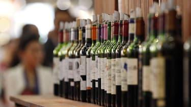 Au salon Vinexpo, à Bordeaux, mardi. L'agression d'étudiants chinois en oenologie et la menace d'un conflit commercial entre la Chine et l'Union européenne n'ont pas réussi à ternir l'intérêt du salon du vin de Bordeaux pour le marché le plus prometteur d