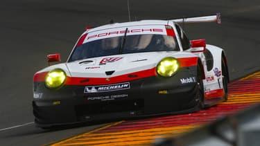 Une Porsche 911 RSR, utilisée dans le championnat IMSA.