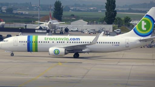 Transavia possède actuellement 11 Boeing 737, et Air france veut acquérir 16 moyens-courriers supplémentaires.