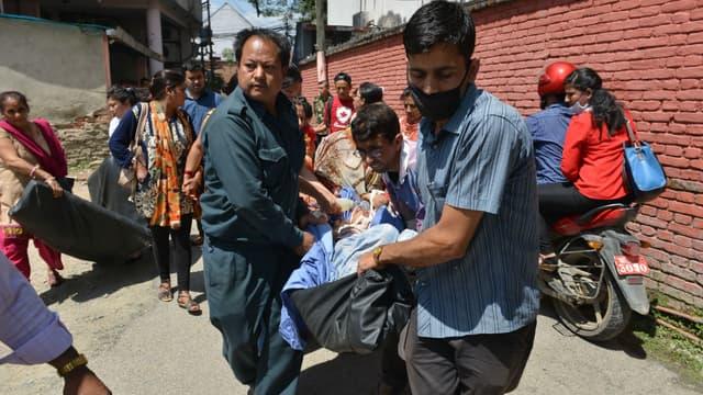 Le Népal de nouveau touché par un séisme de magnitude 7,4