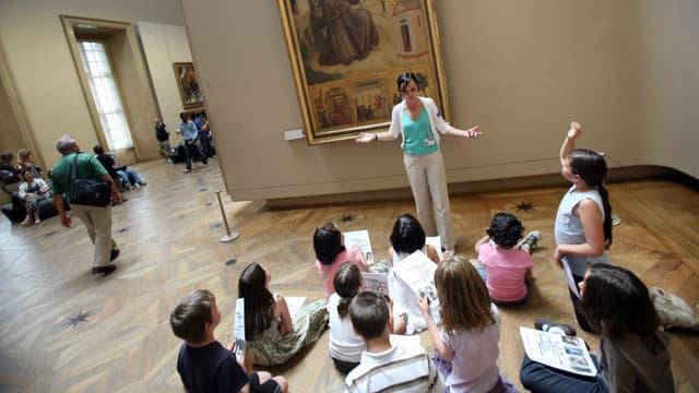 Une enseignate estime que les élèves de banlieue sont discriminés lors des sorties scolaires à Paris.