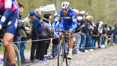 Philippe Gilbert dans la tranchée d'Arenberg lors de Paris-Roubaix en avril 2019