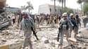 Soldats américains sur les lieux d'un attentat à Kout, dans le sud de l'Irak. Moins d'une semaine avant le retrait d'Irak des forces de combat américaines, une soixantaine de personnes ont péri mercredi dans le pays, victimes d'une série d'attentats suici