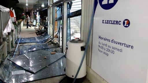 """Un des magasins visés par la """"nuit bleue"""" en Corse, le 10 septembre 2012"""