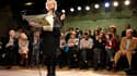 Eva Joly s'est efforcée de refaire l'unité des écologistes dans son équipe de campagne, présentée jeudi dans un café parisien et dans laquelle figurent notamment José Bové et Noël Mamère, ou encore, en invité-surprise, l'ancien patron du Samu social Xavie