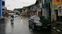 Les jeunes hommes ont été retrouvés morts sur une route de cette ville, Kuching.